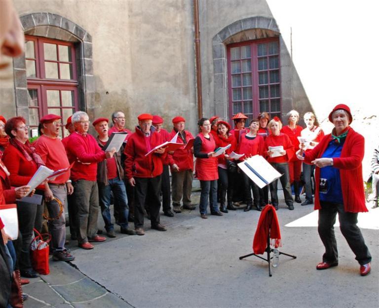 Fête de la ville 2013 dans la cour de la mairie de Riom